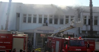 Akdeniz Üniversitesi'nde korkutan yangın
